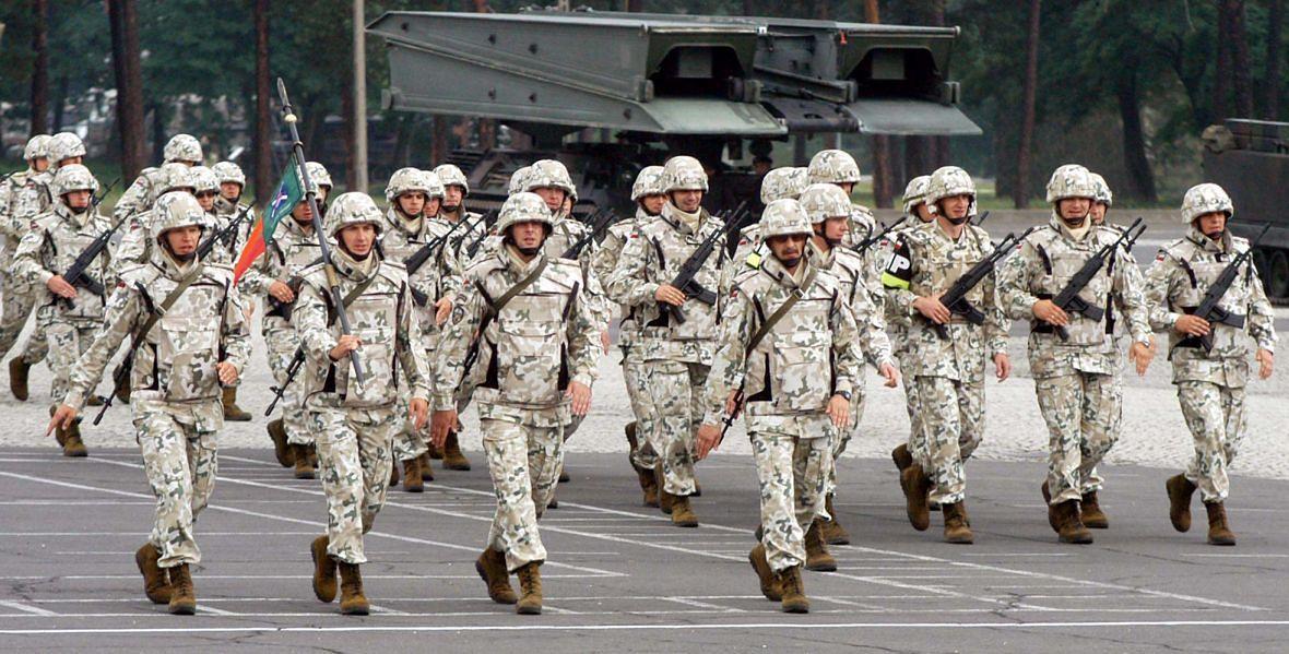 Świętoszów, 31 sierpnia 2003 roku. Pożegnanie polskiego kontyngentu, który wyjeżdża z misja do Iraku