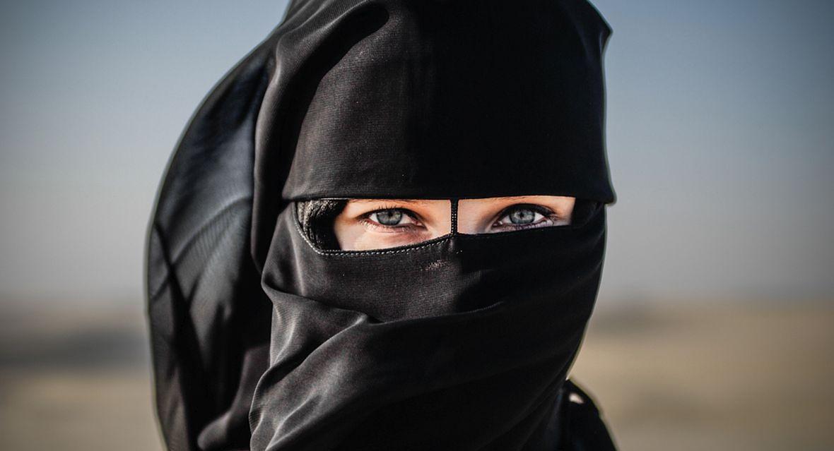 Jedna z kobiet, która zgodziła się (za zgodą męża) pozować do zdjęcia