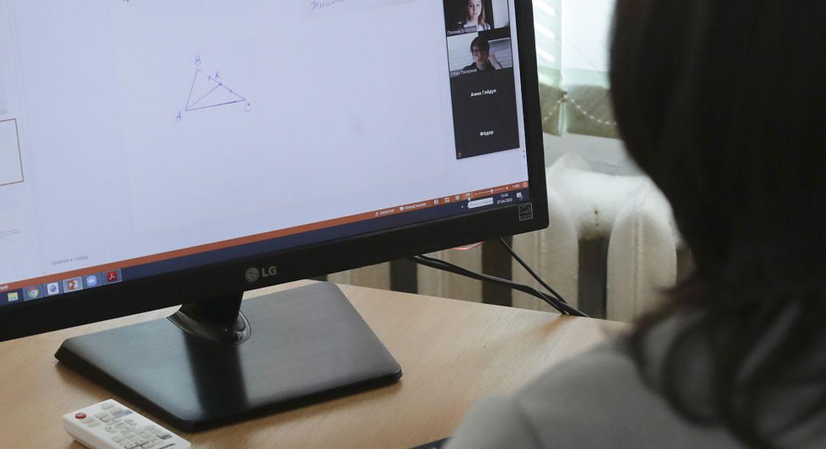 Lekcje przez internet pokazują niekiedy więcej, niż uczeń chciałby pokazać kolegom i koleżankom