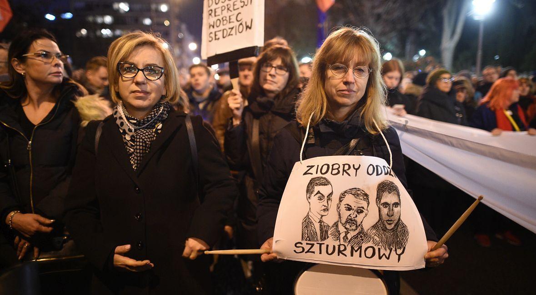 Demonstracja przed Sejmem w obronie sądownictwa. Grudzień 2019 roku.
