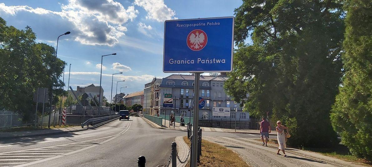 Most łączący polski Gubin i niemieckie Guben. To jedno miasto, fizyczna granica właściwie nie istnieje. Jednak Polacy i Niemcy wciąż żyją raczej obok siebie, a nie razem