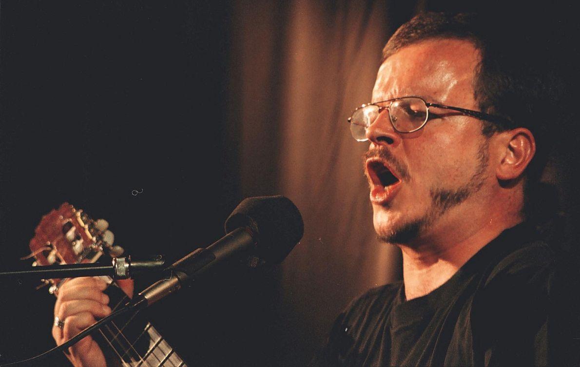 Jacek Kaczmarski podczas koncertu w 2000 r.