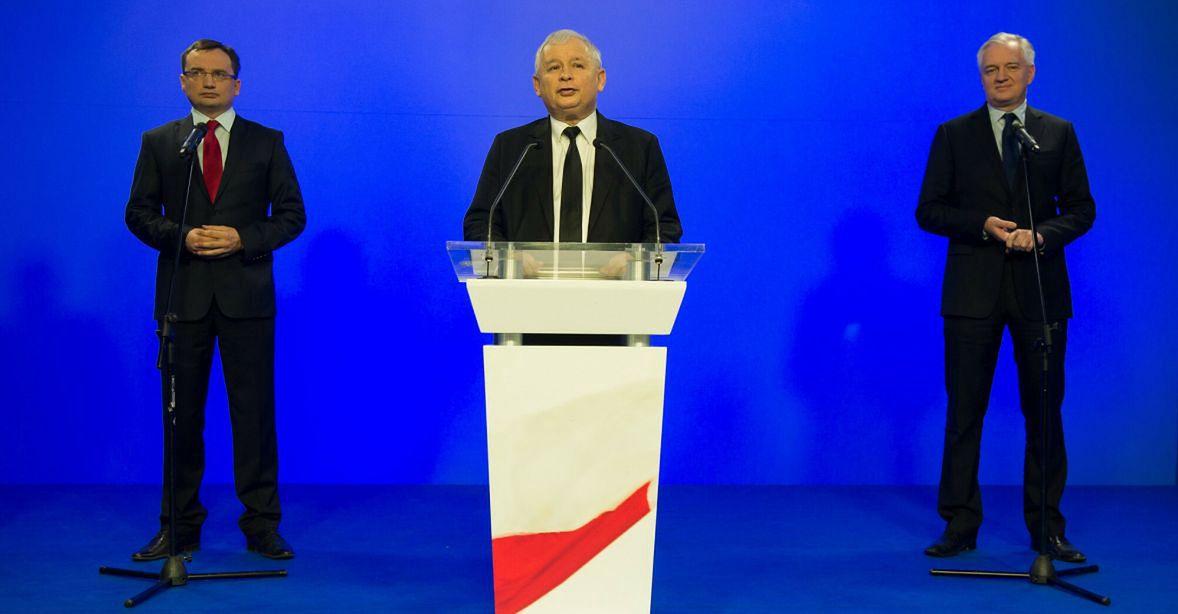"""Zbigniew Ziobro, Jarosław Kaczyński i Jarosław Gowin - nowa polityczna """"rodzina"""". Nie ma wątpliwości, kto w niej jest ojcem. Rok 2014"""