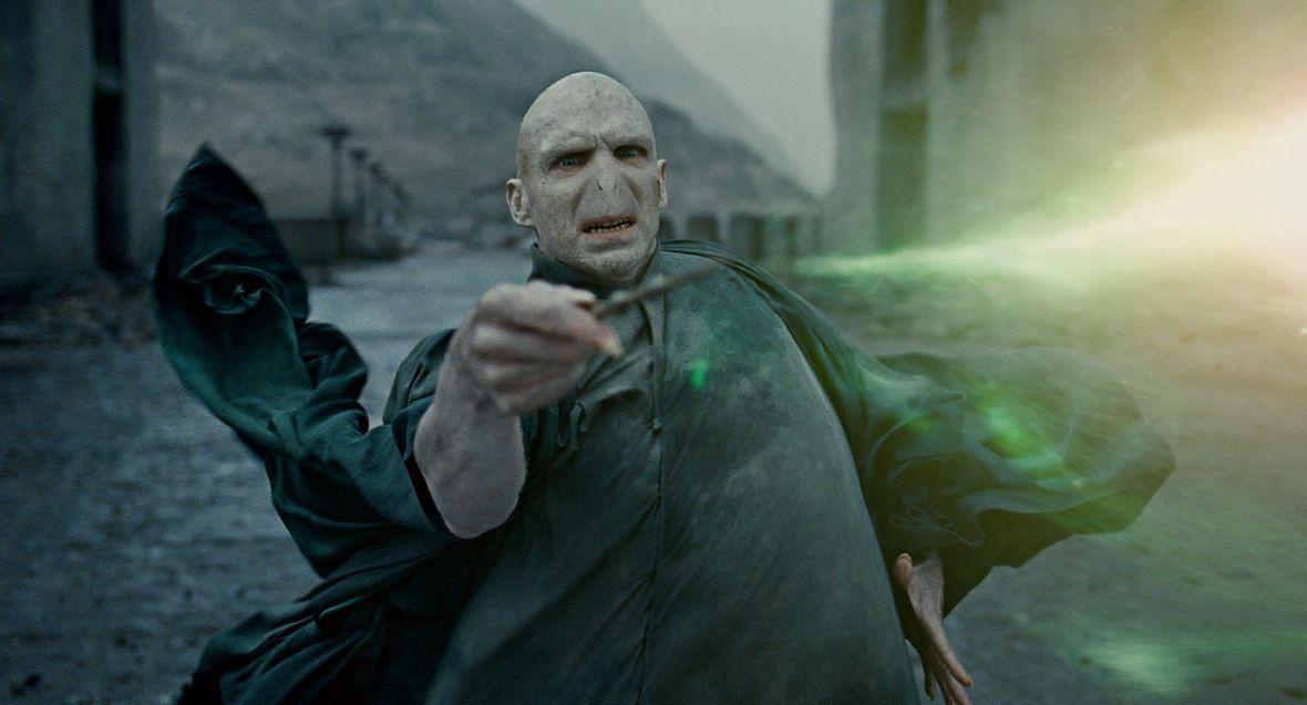 Według Ralpha Fiennesa brytyjscy aktorzy dostają w Hollywood role czarnych charakterów. Coś w tym jest - on sam zagrał lorda Voldemorta, wcielenie czystego zła