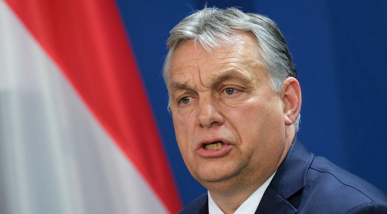 """""""Victor Orbán, jak każdy populista mianujący się jedynym głosem ludu i umiejętnie piętnujący """"fałszywych proroków"""" – trzyma opozycję skłóconą, rozbitą i pogrążoną w kryzysie już od dekady"""""""