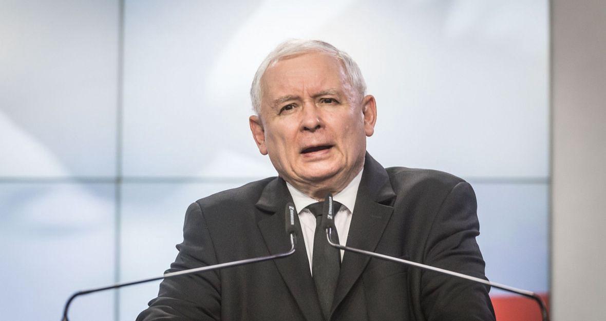 """""""Pierwsze wrażenie jest takie, że Jarosław Kaczyński szuka dobrego pretekstu, by w ostatniej chwili - gdyby Andrzej Duda dalej pikował w sondażach - ogłosić stan klęski żywiołowej, co automatycznie przedłuża kadencję prezydenta"""""""