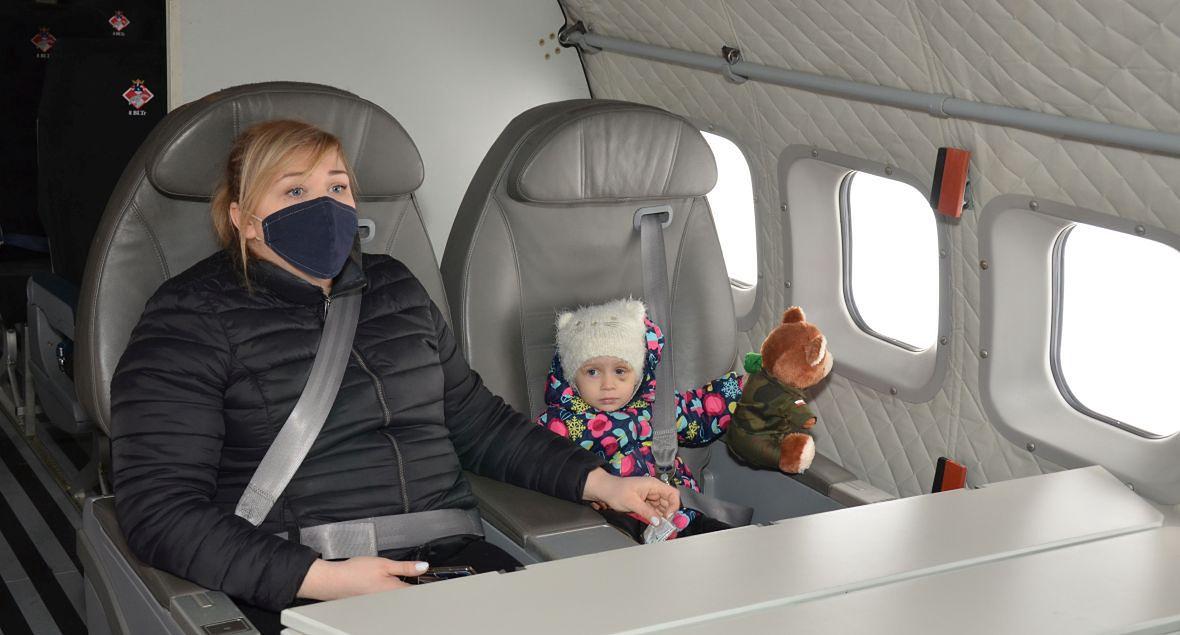 Spakować walizkę, wsiąść do samolotu, polecieć - spełniło się marzenie Hani. Pomogli żołnierze z Balic