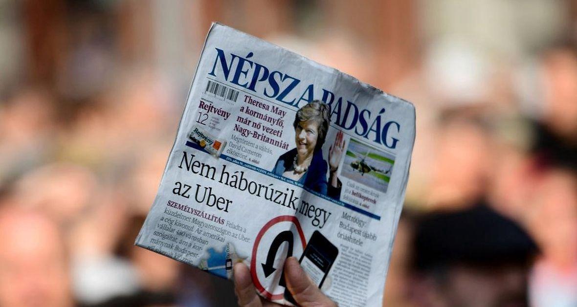 """Dziennikarzy gazety """"Népszabadság"""" wydawca wziął podstępem. Pod pozorem przeprowadzki wyprowadził ich z redakcji, a następnie zamknął tytuł"""