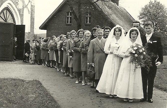 Podwójny ślub Jadwigi i jej siostry. Jadwiga i Henryk stoją z przodu# size=669x430#
