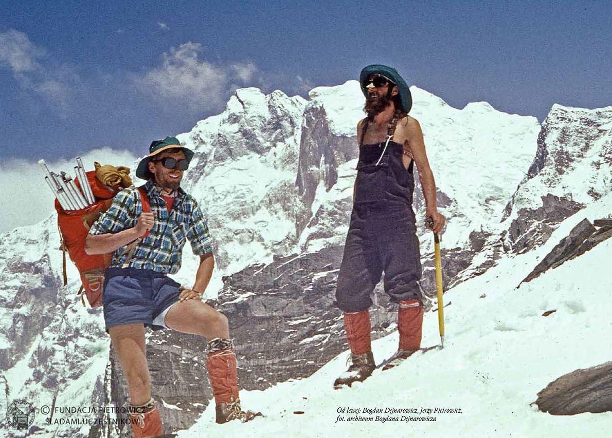 Tak się szło w Himalaje. Bogdan Dejnarowicz i ojciec Macieja Pietrowicza Jerzy w sprzęcie Polsportu
