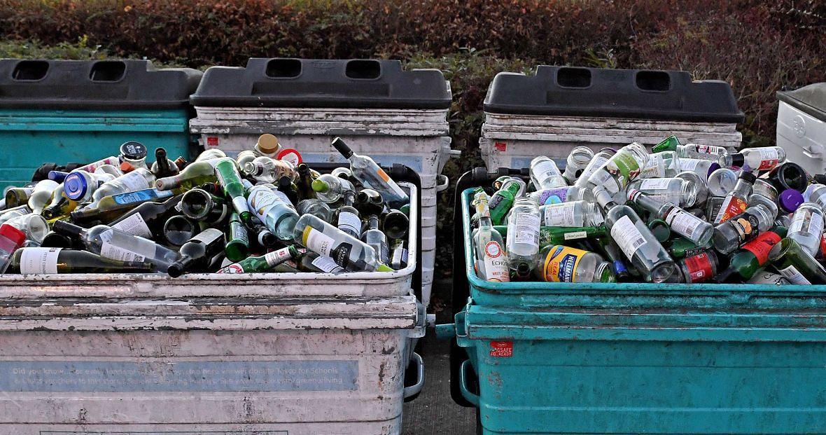 Pojemniki z odpadami szklanymi napełniają się szybciej niż zazwyczaj