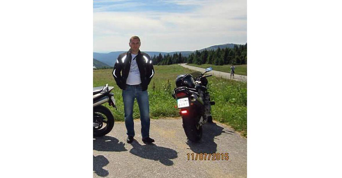 """""""Kocha rodzinę, przyjaciół, wycieczki nad morze i w góry , do pracy dojeżdża na motorze"""""""
