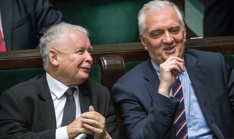 """Jarosławowie Kaczyński i Gowin. Teraz to prezesa PiS sławi Gowin: """"Mamy zaufanie do pańskiego przywództwa. (…) Jesteśmy takim dobrym zespołem, mamy selekcjonera, który ma strategiczną wizję"""""""