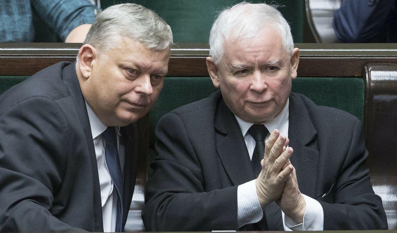 Marek Suski i Jarosław Kaczyński w sejmie, luty 2019 roku. Prezes, mimo licznych wpadek i kontrowersyjnych wypowiedzi Suskiego wie, że ma w nim człowieka bezgranicznie oddanego