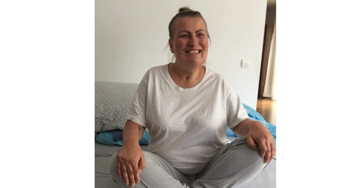 Anita przygotowuje się do ćwiczeń rehabilitacyjnych