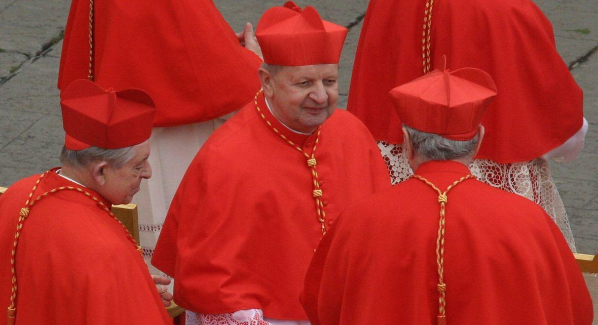 Uroczysta msza św., podczas której papież Benedykt XVI wręczył insygnia piętnastu nowym kardynałom, wśród nich metropolicie krakowskiemu kardynałowi Stanisławowi Dziwiszowi. Watykan, 24 marca 2006 roku