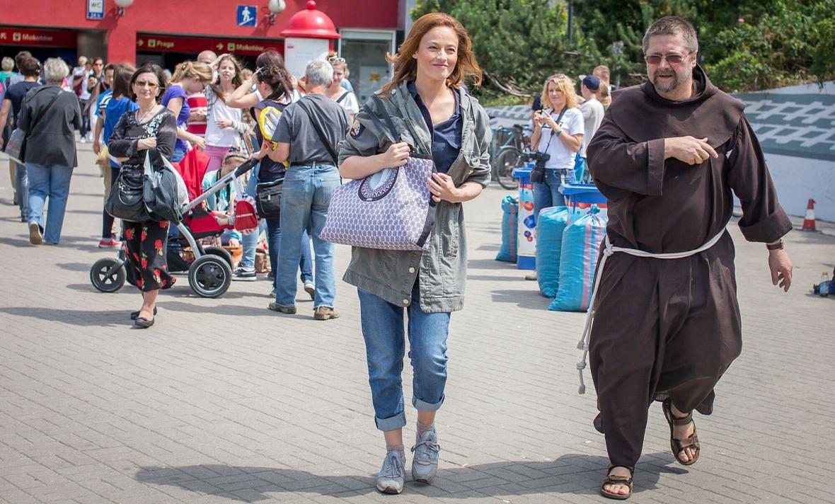 Magdalena Różczka wspiera zbieranie nakrętek dla Lubelskiego Hospicjum dla Dzieci. Lipiec 2015 roku