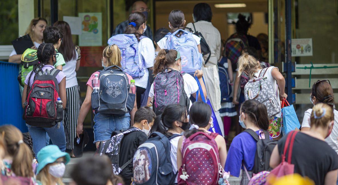 Stan epidemii na zewnątrz szkoły wpłynie na to, co się wydarzy w środku, a nie na odwrót