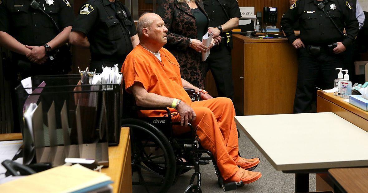 27 kwietnia 2018 roku. Joseph James DeAngelo w sądzie w Sacramento. W dwa lata później rozpoczął się jego proces. Wtedy, żeby pomieścić wszystkich zainteresowanych, przesłuchanie odbywało się w sali balowej Kalifornijskiego Uniwersytetu Stanowego