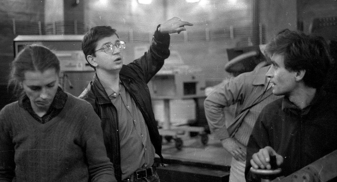 """""""Historia kina mówi, że w czasach kryzysu komedie zawsze cieszą się wielkim powodzeniem, bo chcemy odreagować"""". Juliusz Machulski (drugi od lewej) na planie """"Seksmisji"""". Łódź, rok 1982."""