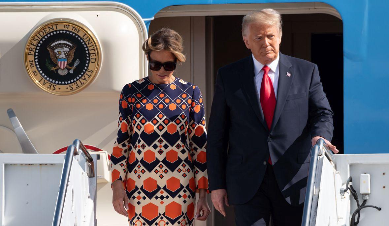 20 stycznia 2021 roku. Donald Trump z małżonką lądują w Palm Beach. Za chwilę będą w Mar-a-Lago. Myśl o pławieniu się w luksusie jakoś ich jednak nie cieszy