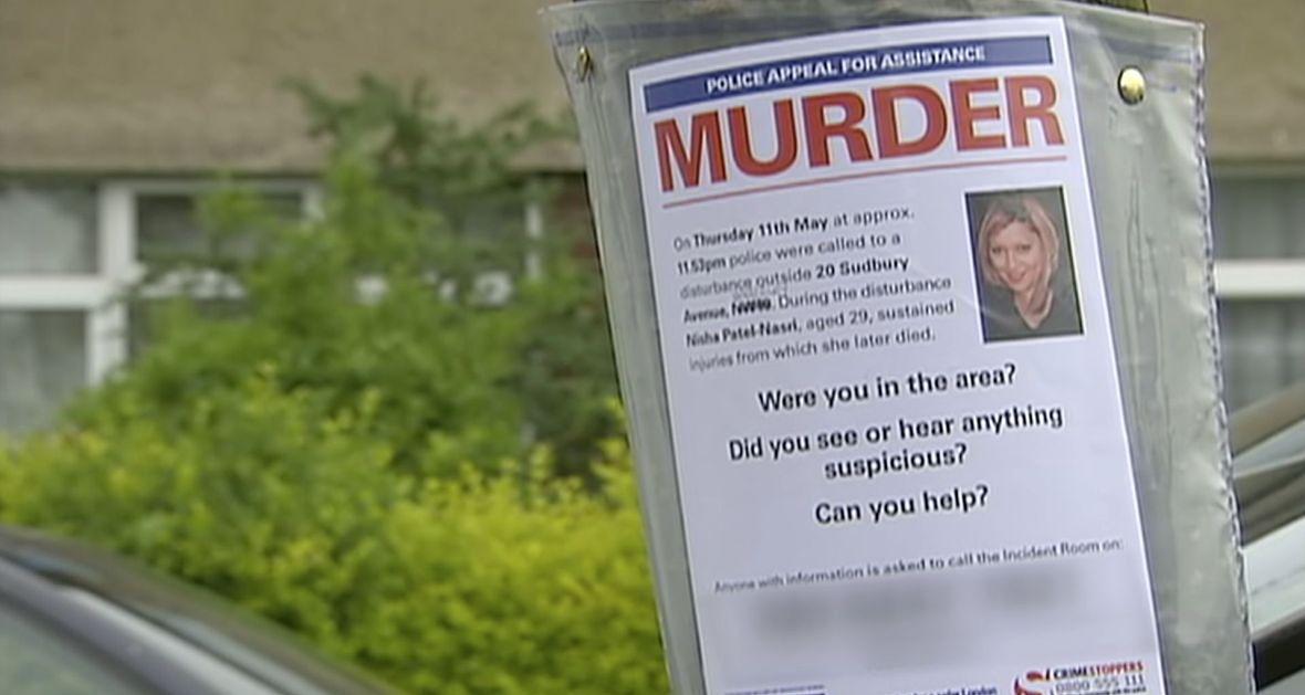 """Peter Bleksley: """"Każde morderstwo zapisuje się w pamięci detektywa, bo ktoś stracił życie. Nasiąkamy nimi, dźwigamy je ze sobą. Nie da się po zamknięciu sprawy tak po prostu z niej otrzepać"""". Na zdjęciu: kadr z serialu """"New Scotland Yard Files"""""""