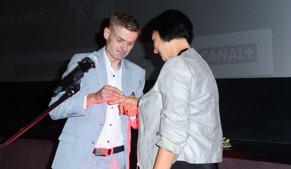 Tomasz Komenda oświadcza się swojej dziewczynie na premierze filmu o historii jego życia