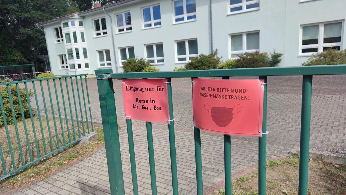 Wejście do polsko-niemieckiej szkoły w Loecknitz