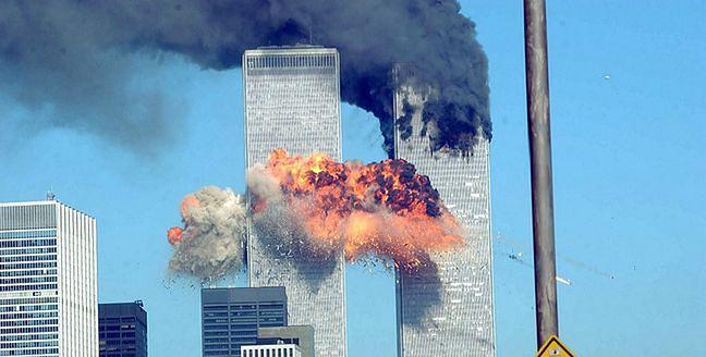 11 września 2001 roku. Płonące wieże WTC za chwilę runą