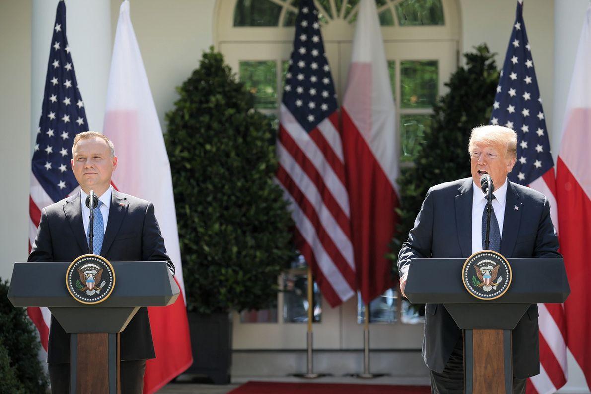Prezydent RP Andrzej Duda i prezydent USA Donald Trump podczas wspólnej konferencji w Waszyngtonie