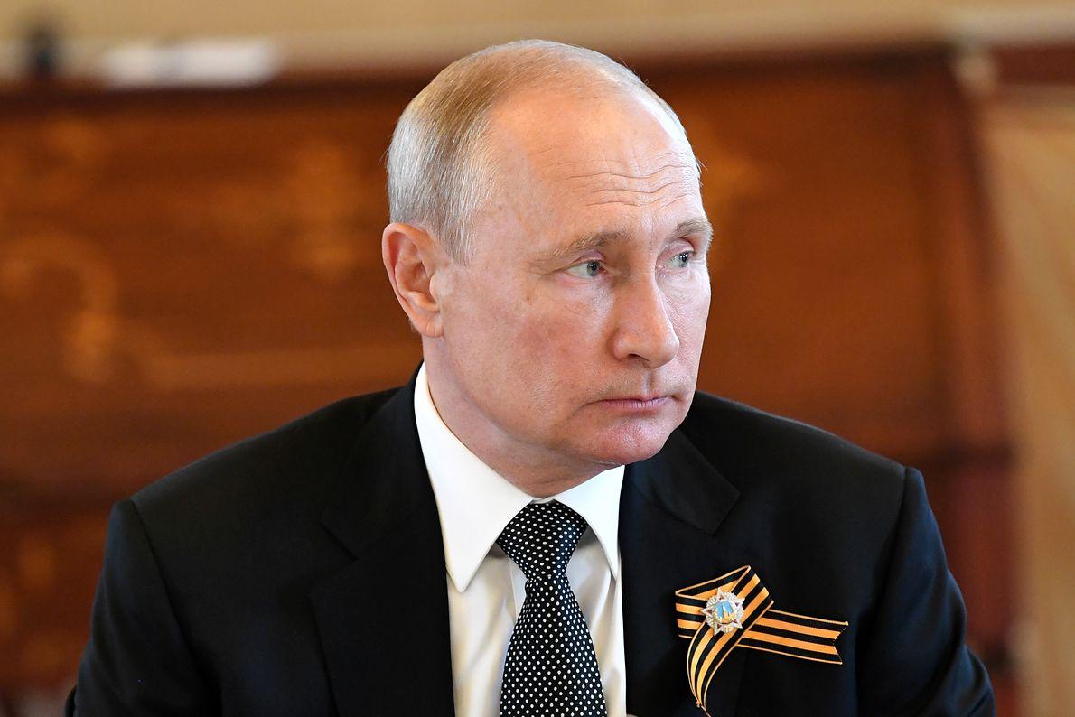 Pod rządami Władimira Putina Rosja umiejętnie korzysta ze słabości innych państw