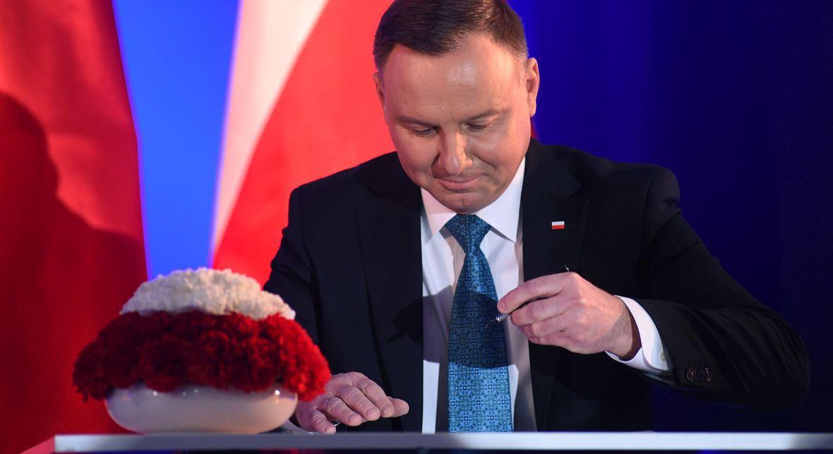 Andrzej Duda - dla jednych (i dla siebie) dobry pan, który daje Polakom pieniądze, dla innych bezwolny reprezentant Jarosława Kaczyńskiego w Pałacu Prezydenckim