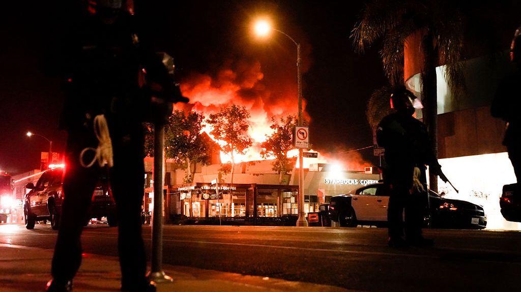 Los Angeles. Płonie budynek kawiarni Starbucks w dzielnicy Fairfax
