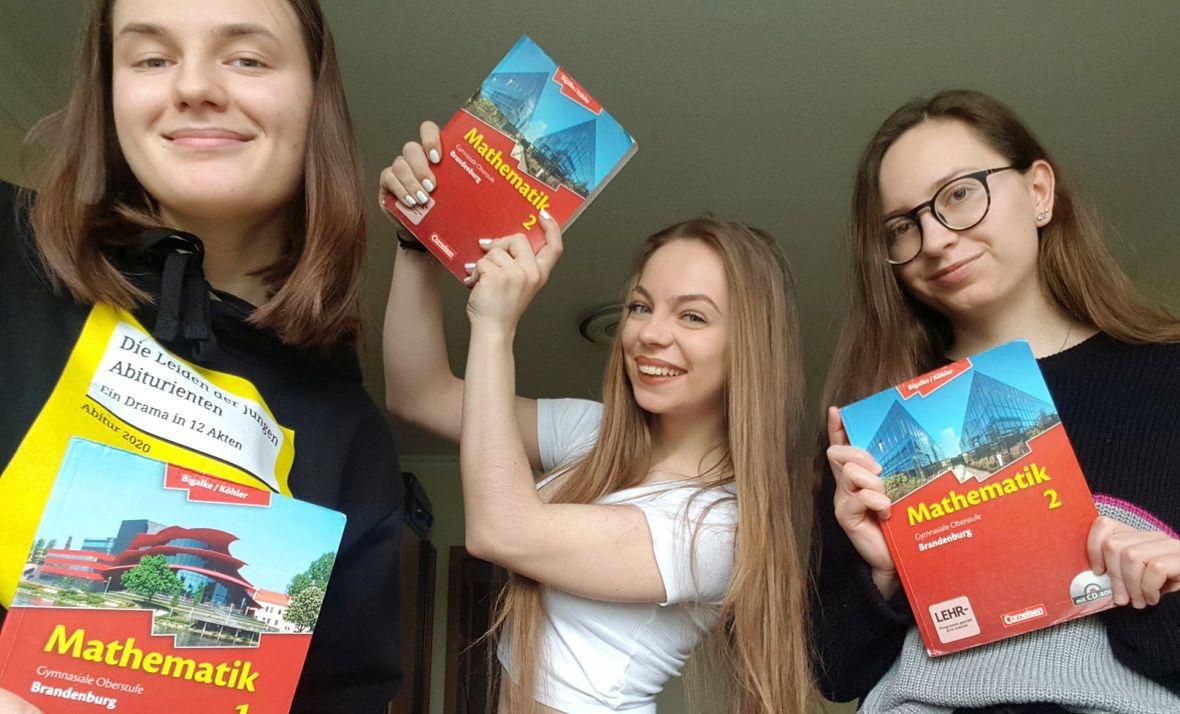 Natalia (pierwsza z lewej) mieszka w Polsce, uczyła się w Niemczech. Jej droga do szkoły trwała 20 minut