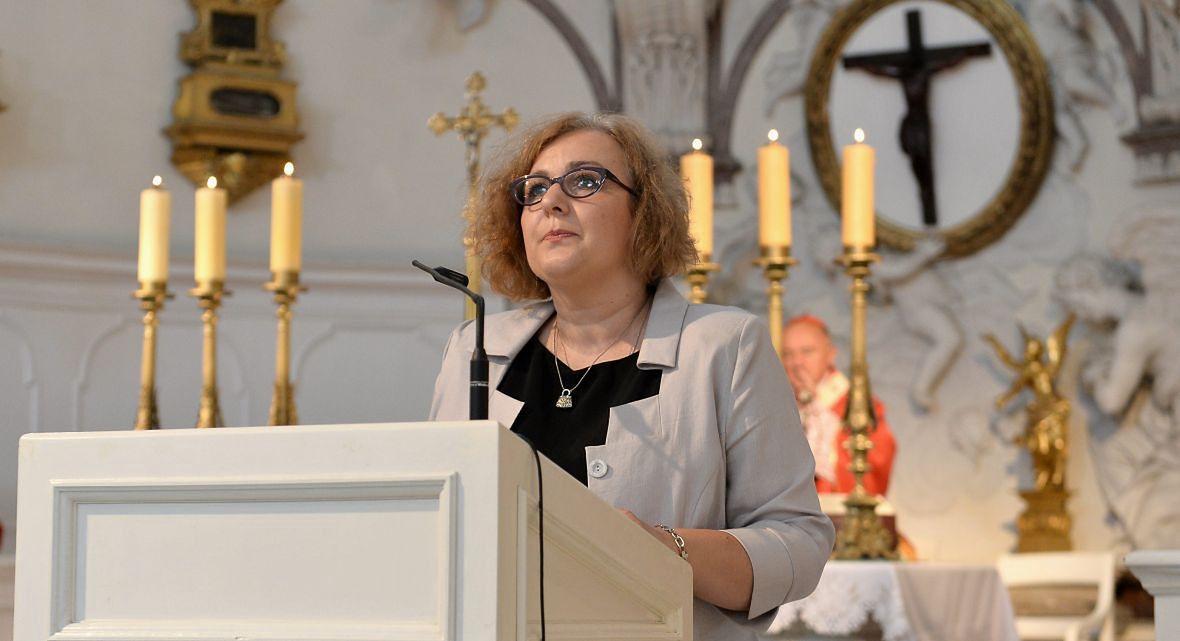 Psycholożka Agnieszka Chmiel-Baranowska (na zdjęciu podczas mszy św. w 20. rocznicę powstania WHD) : - Wszyscy, którzy zakładali, że ich nienarodzone dziecko jest zdrowe, przeżywają traumę. Analizują niemal dzień po dniu ciążę i zdarza się, niestety często, że zaczynają obwiniać siebie