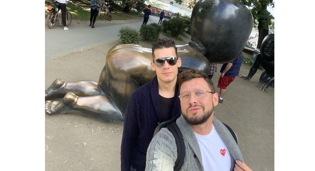 """Dr Socha: """"Pytanie, czy chcielibyśmy dać gejom prawa, żeby byli sobą i mogli normalnie żyć, jest niedorzeczne. Czy ja mam prawo żyć w Polsce i móc korzystać z pełni moich praw obywatelskich? Jako obywatelowi, to mi się należy, jak psu micha"""""""