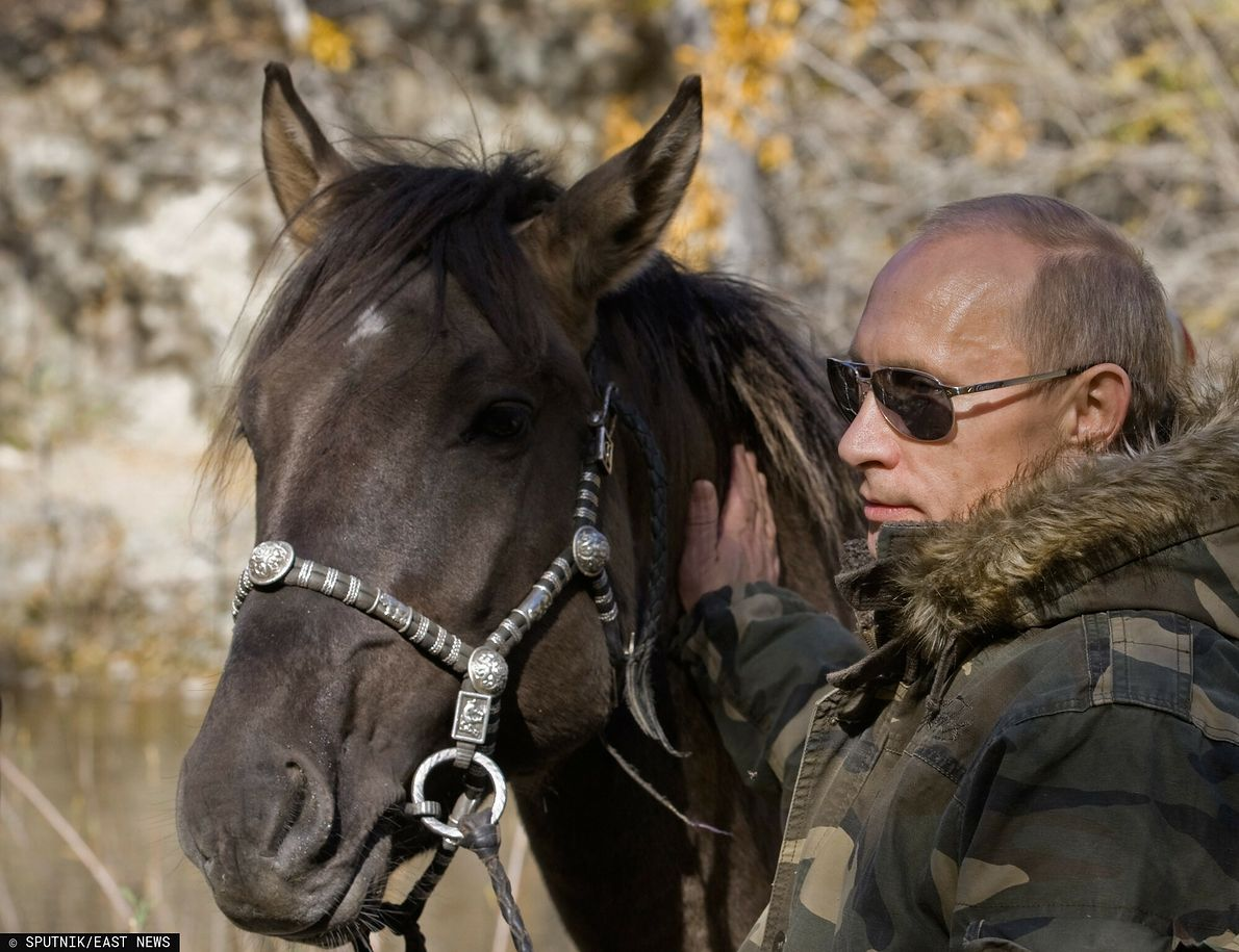 Prezydent Rosji Władimir Putin lubi pozować na niezwykle sprawnego fizycznie twardziela