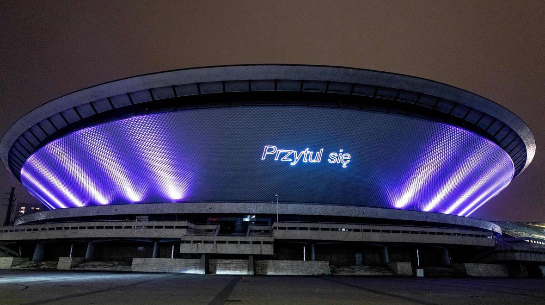 Grudzień 2020 roku - w Polsce szaleje koronawirus, a na elewacji Spodka wyświetlane były pozytywne przekazy