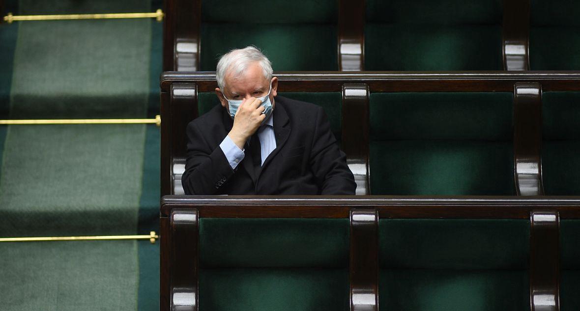 """Machulski o Jarosławie Kaczyńskim: """"Nie mogę zrozumieć tego, że dorośli ludzie, którzy wcześniej mieli własną twarz, jakiś charakter, są dziś ślepo oddani smutnemu samotnikowi, który ma psychologiczne problemy""""."""