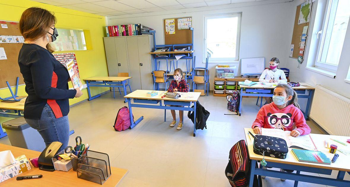 4 m² na dziecko, 8 m² dla nauczyciela. Już w maju Belgia w ten sposób realizowała postawienie o zachowaniu dystansu społecznego w szkołach