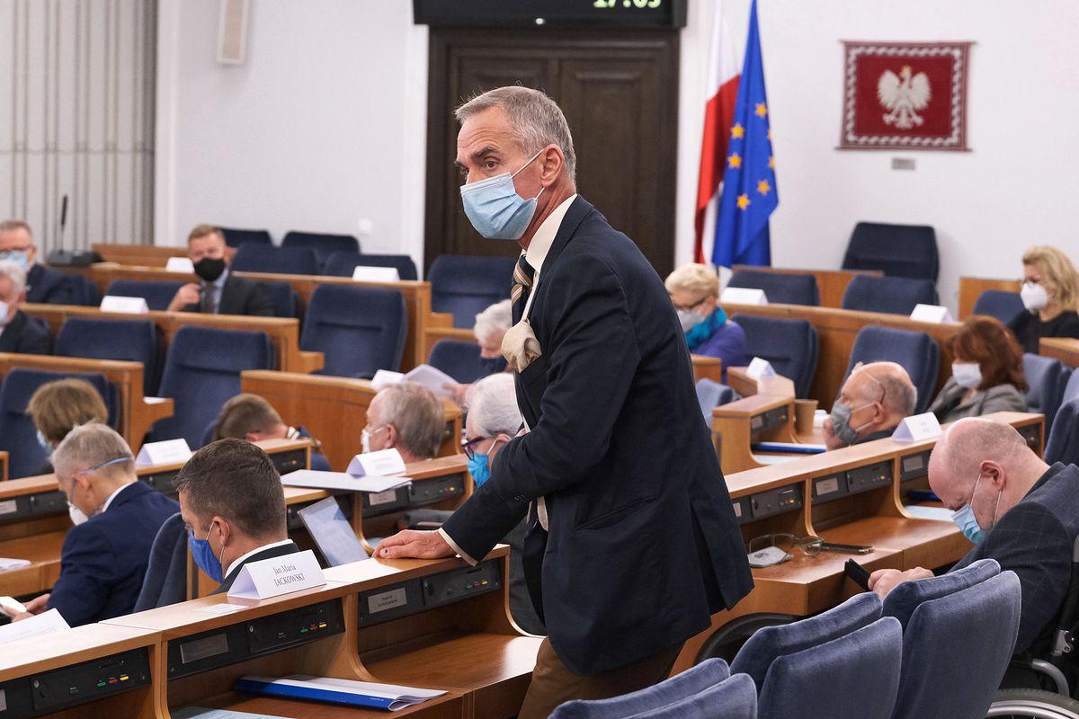 Niedziela handlowa 6 grudnia? Senator PiS Jan Maria Jackowski przeciw rządowej propozycji - Money.pl