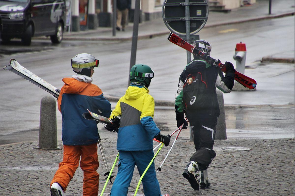 """<a href=""""https://www.money.pl/gospodarka/na-stoku-tylko-w-maseczce-tak-ma-wygladac-sezon-narciarski-6564816719780512a.html"""">Na stoku tylko w maseczce. Tak ma wyglądać sezon narciarski</a> thumbnail  Koronawirus w Polsce. Przy obecnej dynamice za dwa tygodnie braknie respiratorów da3a4ac4 fa9a 49b6 ad26 6fd0efe3cc7c"""