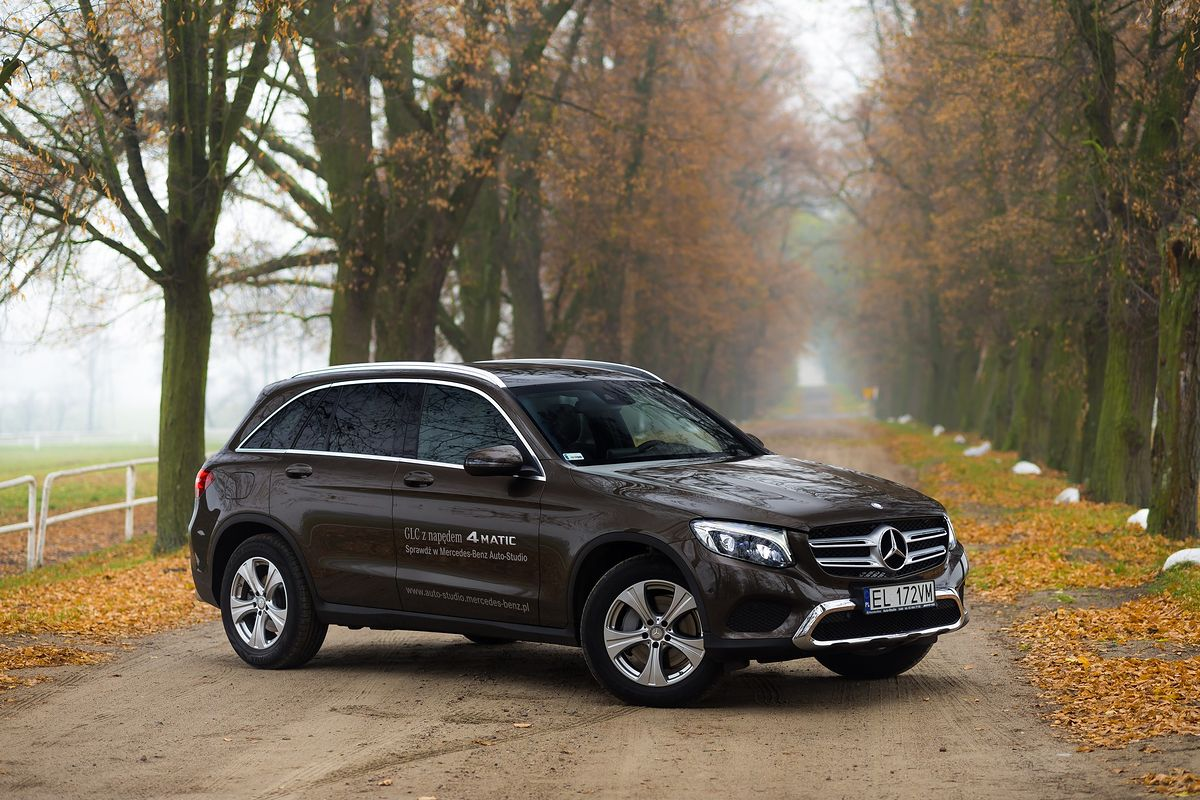 Mercedes glc 220d 4matic test project automotive wideo for Benz sport katalog