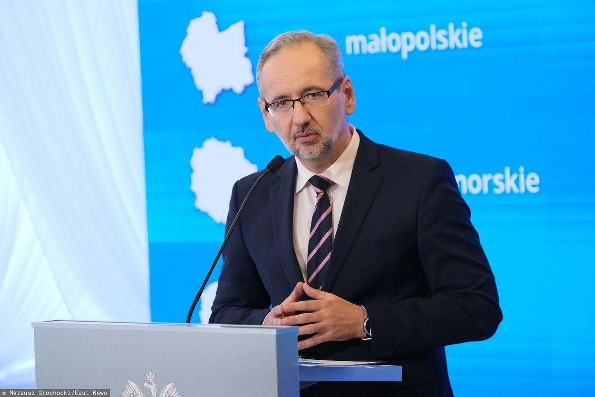 Nowe obostrzenia w związku z pandemią koronawirusa. Czy coś się zmienia dla kierowców? | Autokult.pl