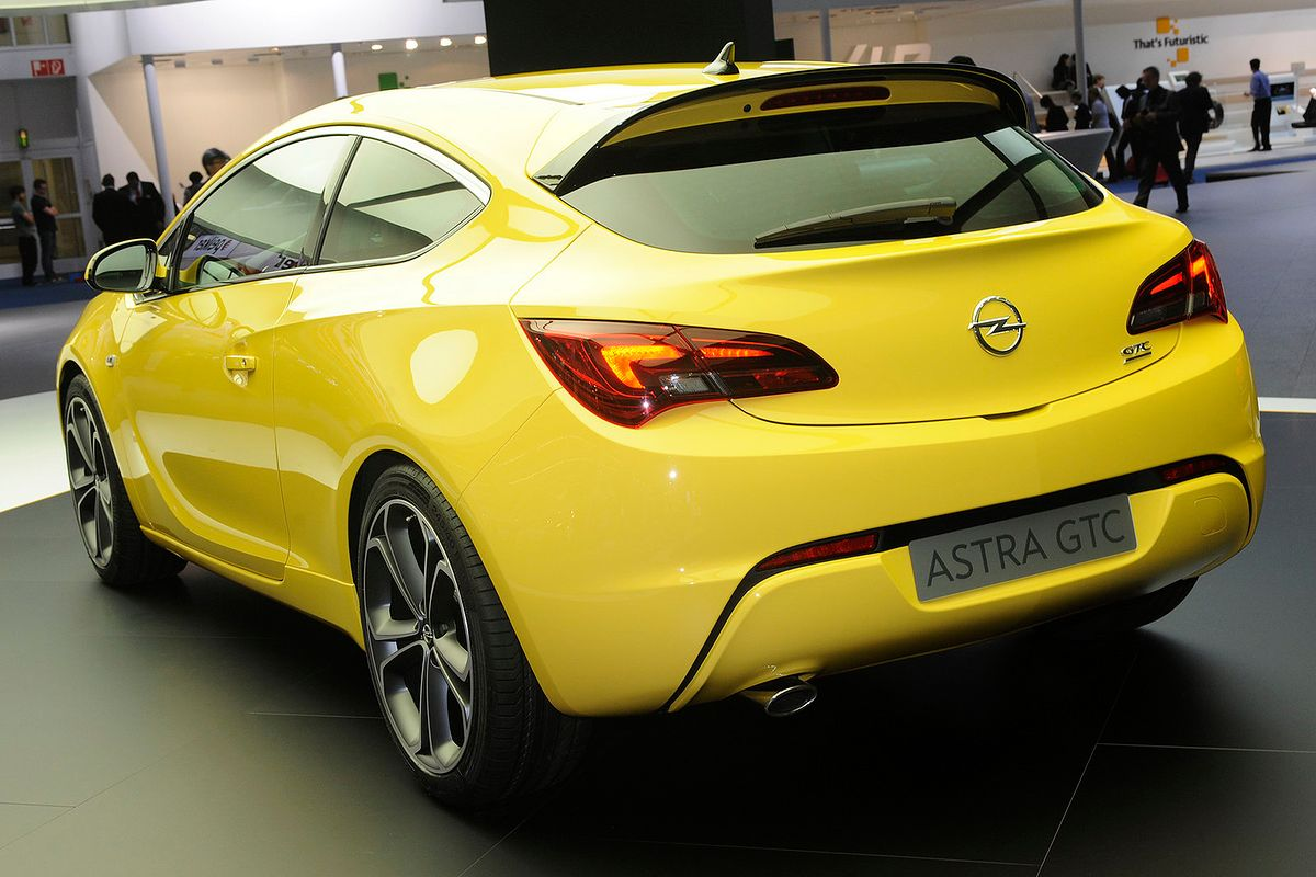 opel astra iv gtc na pohybel innym coupe wideo. Black Bedroom Furniture Sets. Home Design Ideas