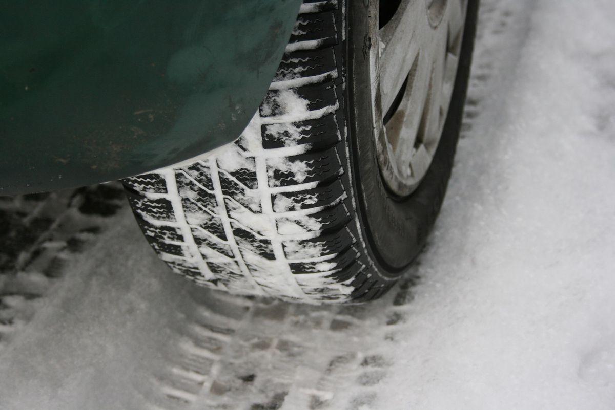 https://i.wpimg.pl/1200x0/m.autokult.pl/opona-snieg-jpg-a38b6820847e7284.jpg