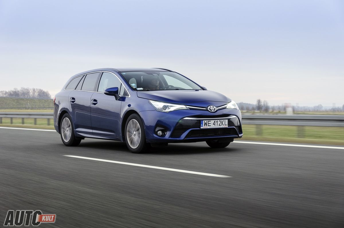 toyota avensis touring sports 2 0 d 4d test opinia. Black Bedroom Furniture Sets. Home Design Ideas