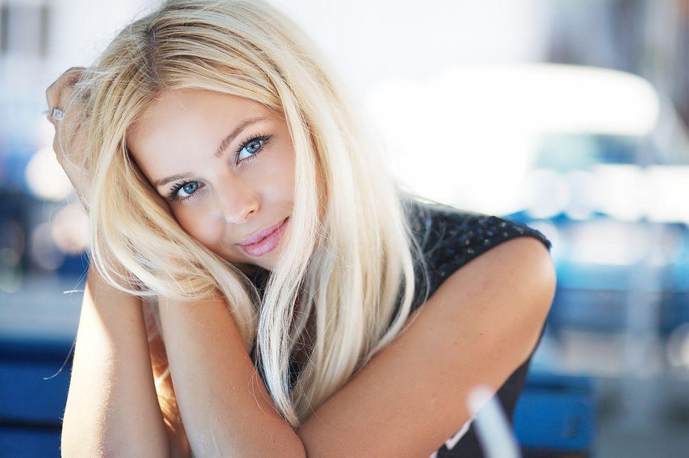 Блондинки фото боком