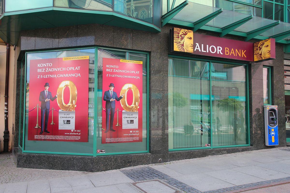 Alior Bank: 91% użytkowników smartfona za jego pomocą robi przelewy - Money.pl