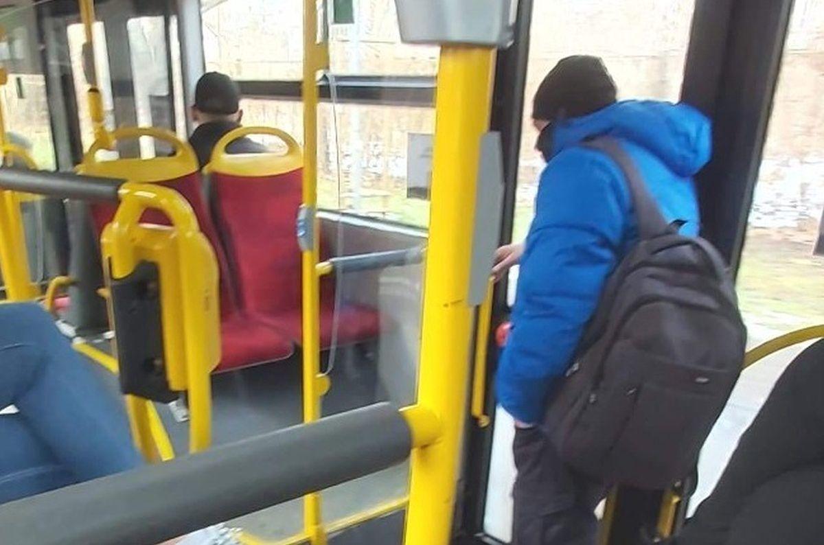 'Wsiadł Marcin Najman'. Zdjęcie z autobusu podbija internet